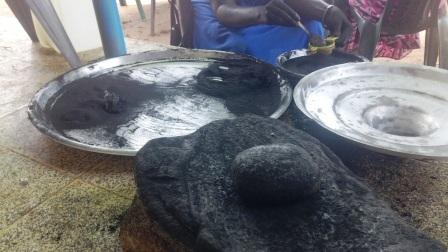 Grinding medicinal charcoal powder made from Groundnut shells (comp)